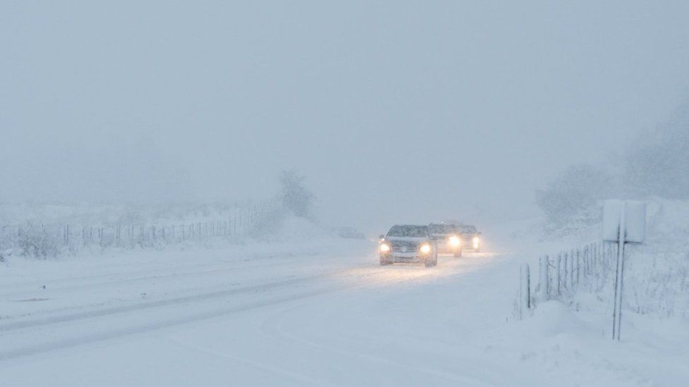 Heavy snow on the A37 between Limavady and Coleraine