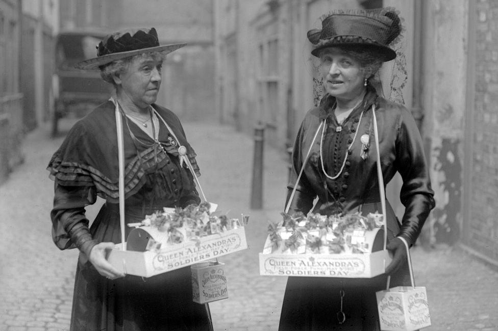 Lady Hanbury Williams and Mrs Schlater selling flags on Soldier's Day, 3 May 1917.