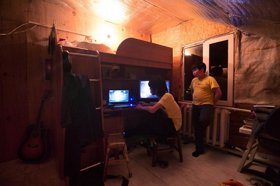 """Ayal and his neighbour play video games downloaded by his brothers in town. The young man is a fan of the game """"Undertale"""" to which he sometimes identify, a famous video game in which players control a human child who has fallen into the Underground, a large secluded region underneath the surface of the Earth, separated by a magic barrier."""