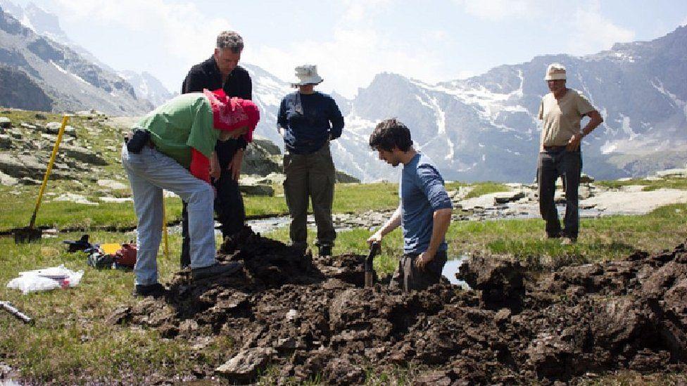 Scientists at Col de Traversette