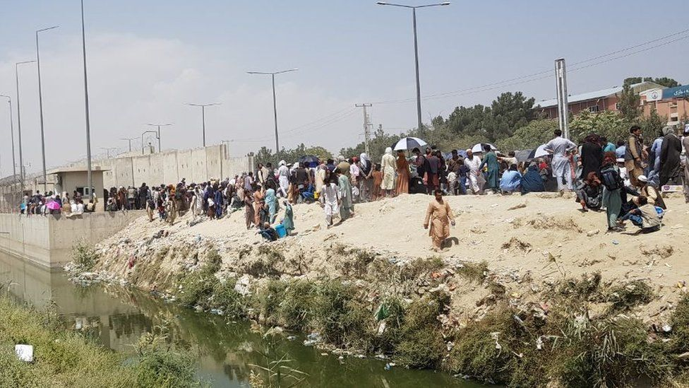 Afghans trying to get to Kabul airport, 24 August