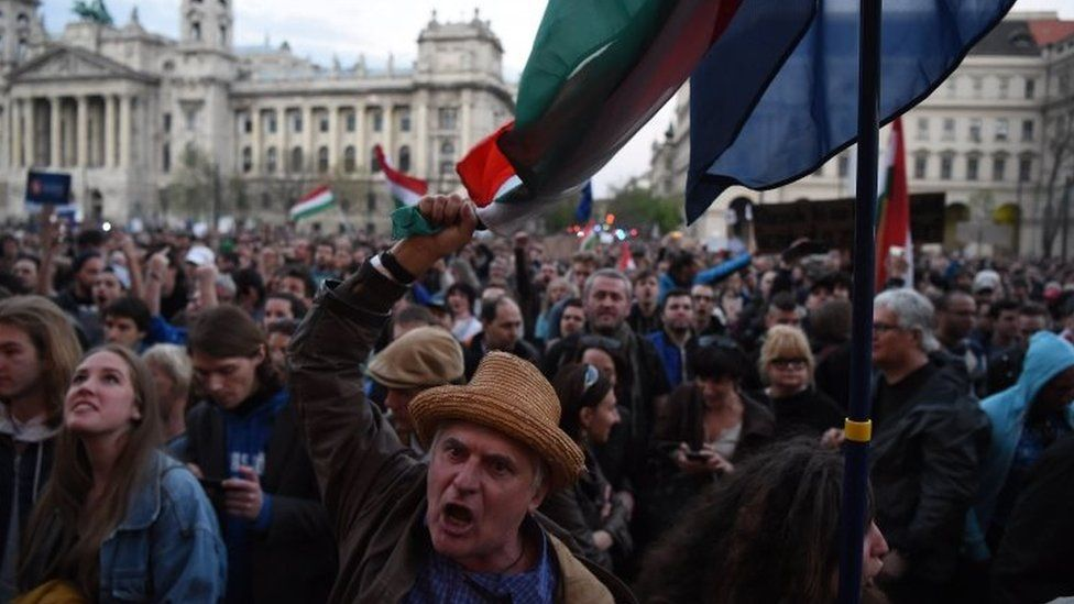 Demonstrators protest against what they say are plans to close the Central European University (09 April 2017)