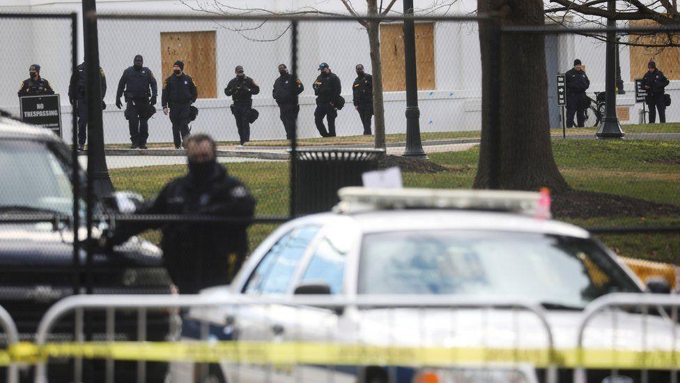 US Capitol lockdown: Security scare ahead of Biden inauguration - BBC News