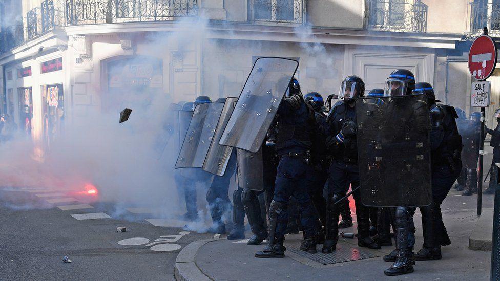 Nantes police during clash, 25 Feb 17