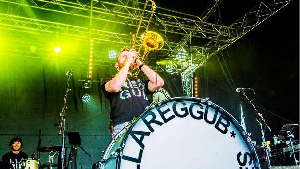 Band pres Llarregub