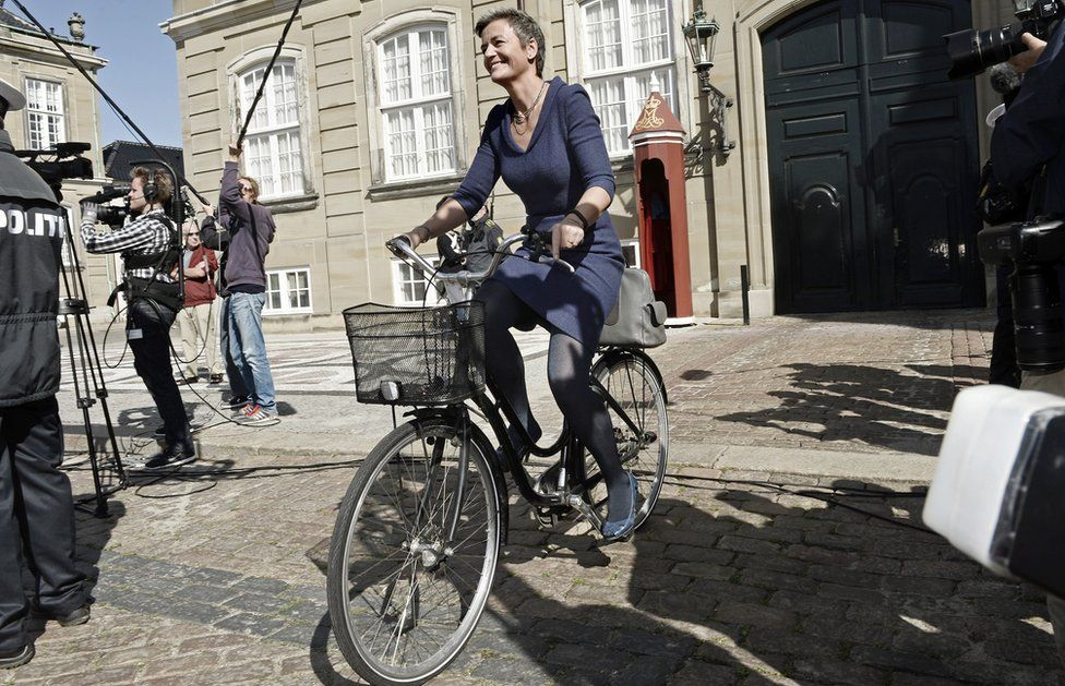 Margrethe Vestager cycled to see Queen Margrethe (Sept 2014)