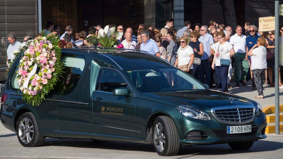 Relatives and friends of Ana Maria Suárez arrive at her funeral in Zaragoza, Spain, 22 August 2017