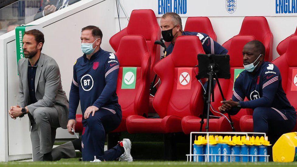 Gareth Southgate takes the knee