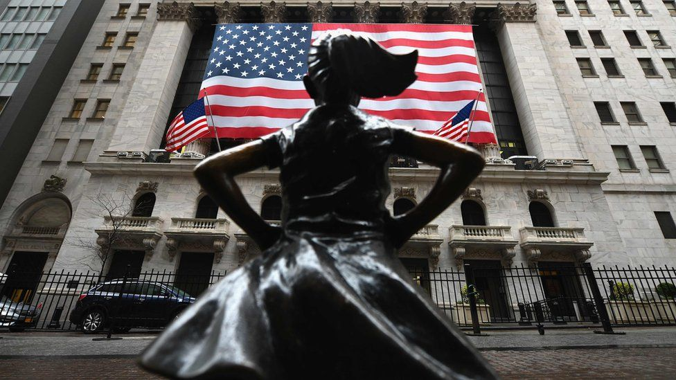 Fearless Girl statue in front of the NYSE