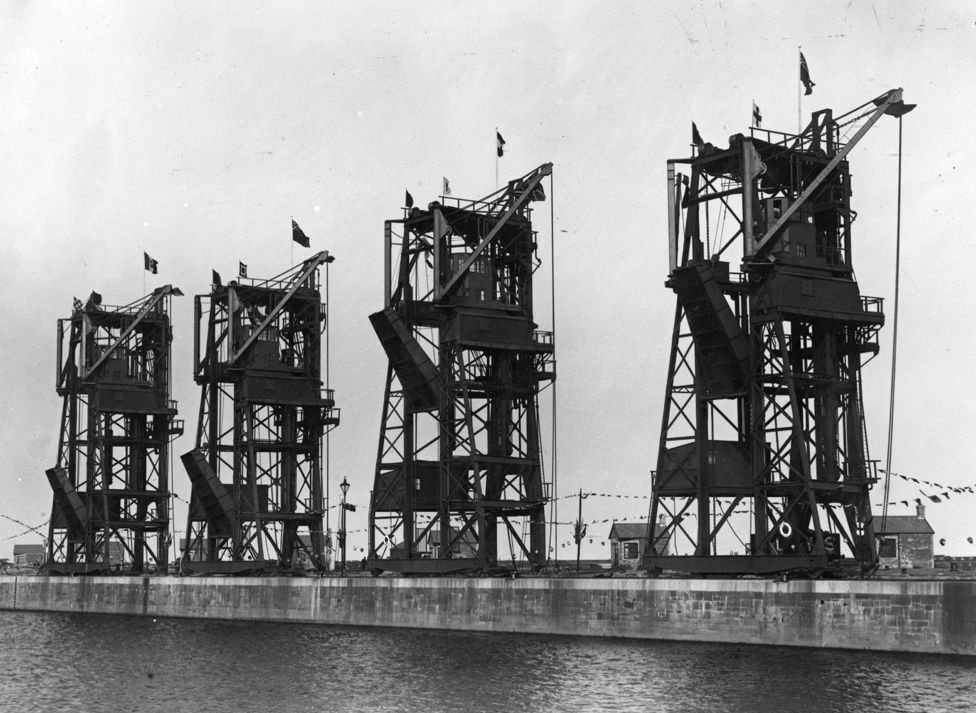 Cranes at Cardiff Docks in 1907