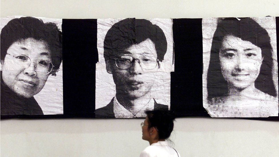 Black and white pictures of Shao Yunhuan, Xu Xinghu and Zhu Ying at an exhibition in China