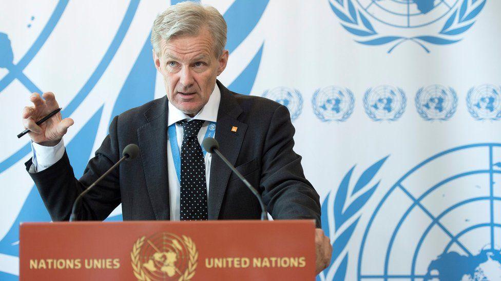Jan Egeland speaks to reporters in Geneva (4 May 2015)