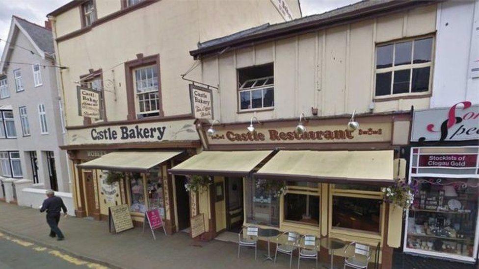 'Castle Bakery' oedd yn gyfarwydd ar strydoedd trefi yn y Gogledd tan yn ddiweddar