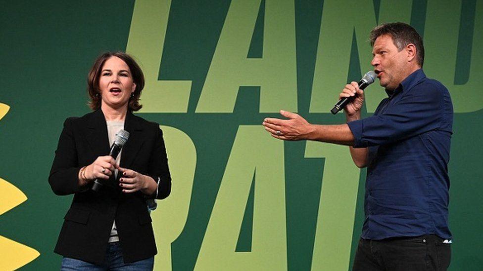 Greens co-leaders Angelina Baerbock (L) and Robert Habeck (R)