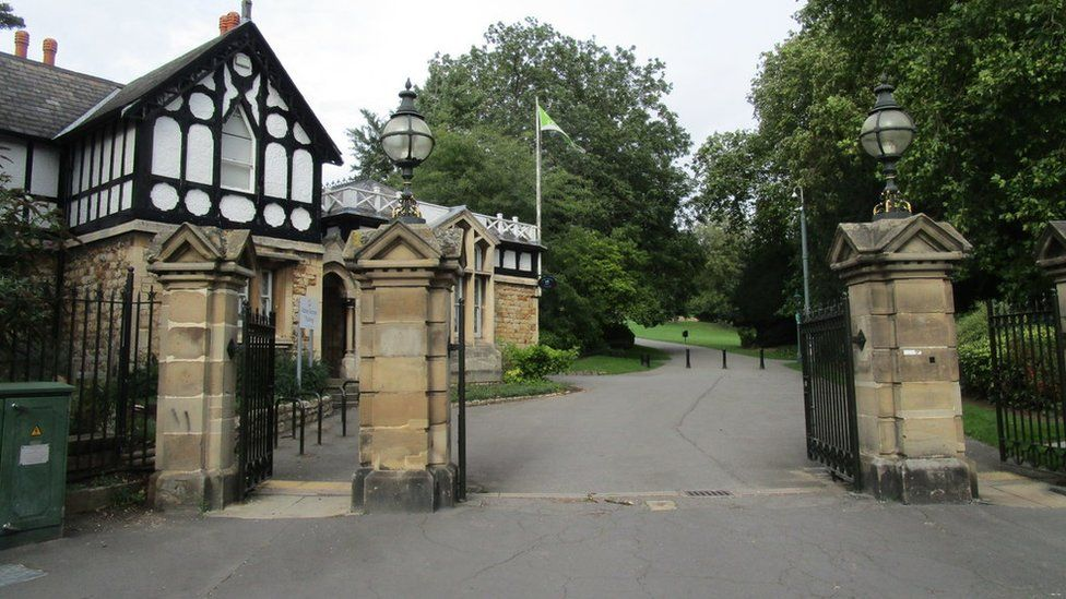 The entrance to Lincoln Arboretum