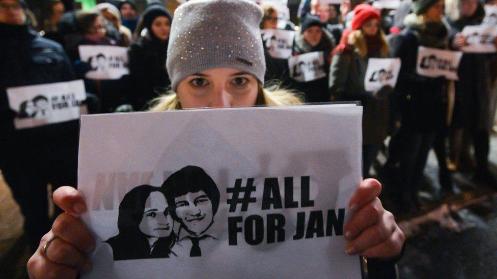 A candle-lit vigil for Jan Kuciak and Martina Kusnirova in Krakow on 2 March 2018