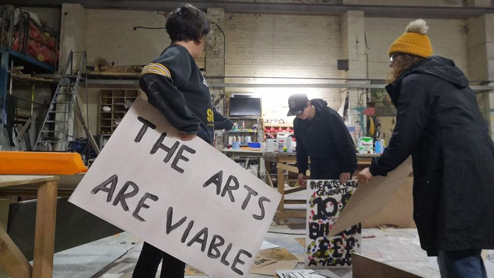 Gemma Dunne and others preparing placards for the March for the Arts