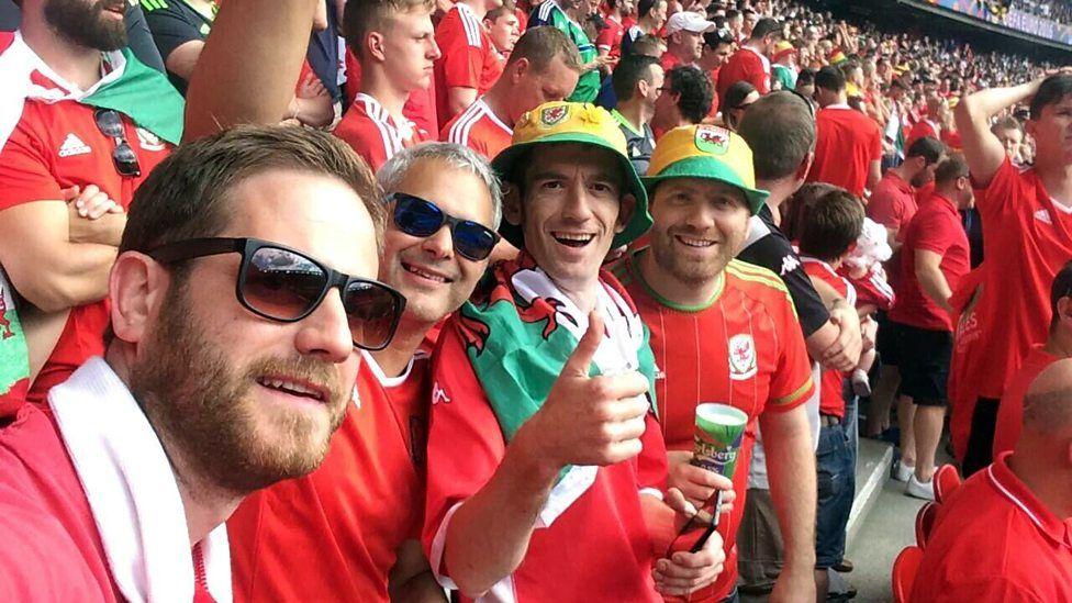 Y cogydd Bryn Williams a'i ffrindiau yn Euro 2016