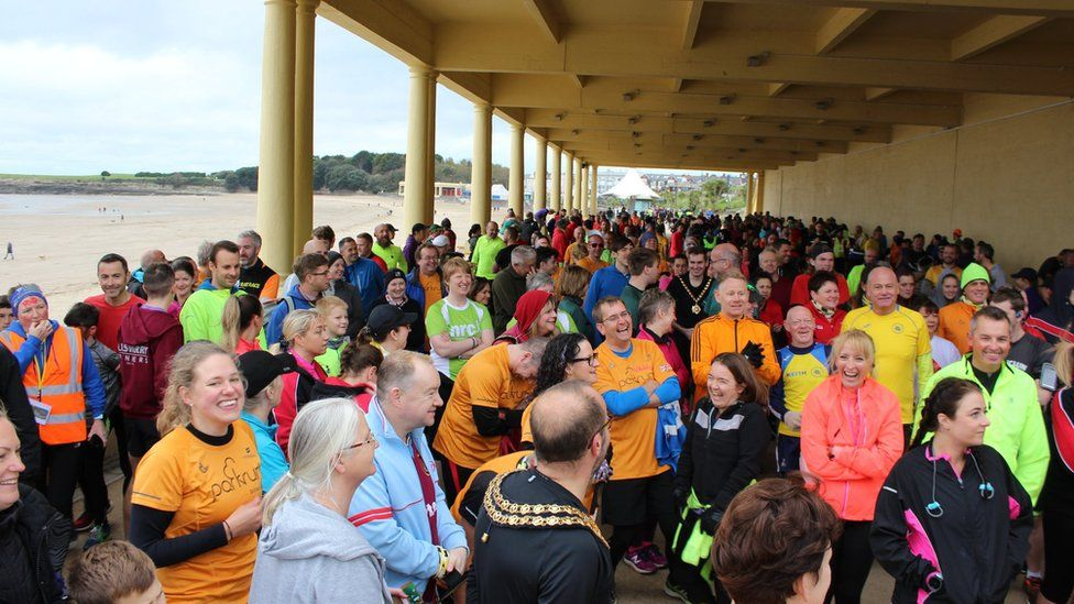 Hundreds of people waiting on the promenade to start the race