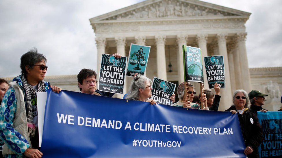 Manifestación frente a la Corte Suprema de Justicia de EE.UU. en apoyo a la demanda entablada por el grupo Our Children´s Trust