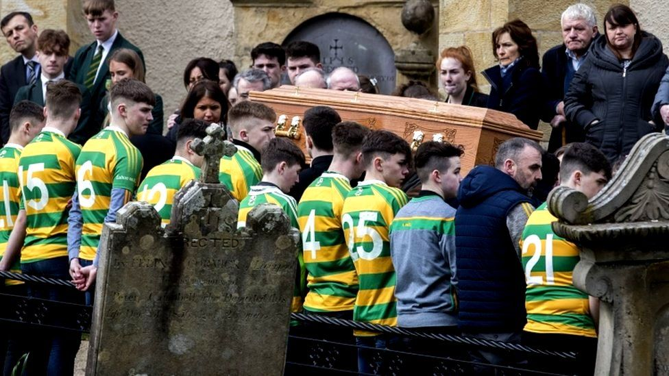 Cookstown disco deaths: Funerals for teenage victims - BBC News