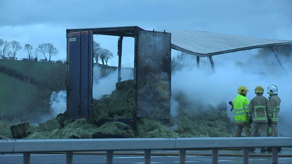 The burning trailer on the A1