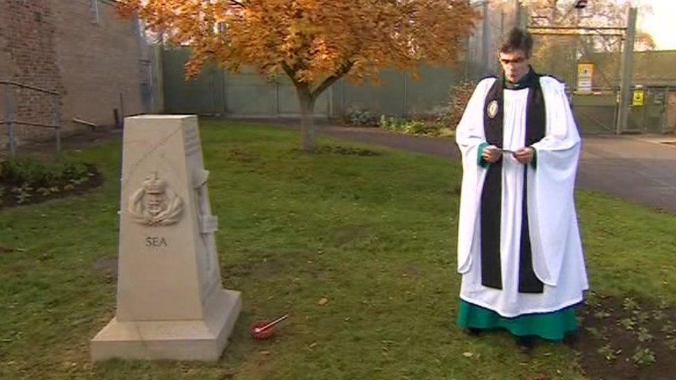 Dean of Salisbury Cathedral dedicating memorial