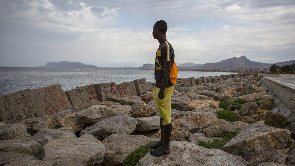 Le périple d'un jeune migrant gambien de la Libye à Malte