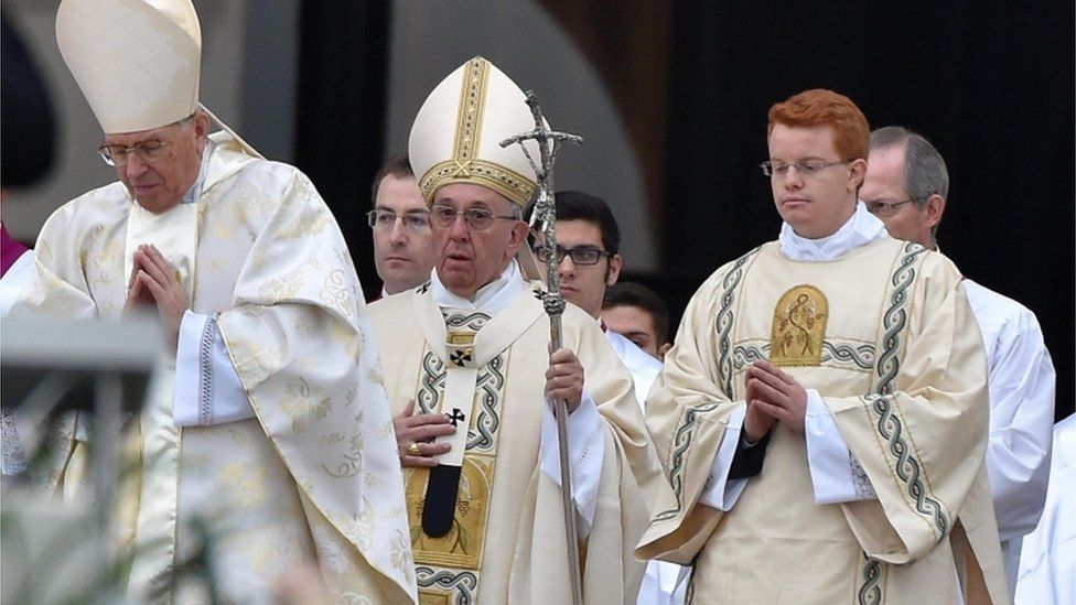 Pope Francis arrives to lead the opening mass of the Jubilee of Mercy, in St Peter's Square, at the Vatican City, 8 December 2015