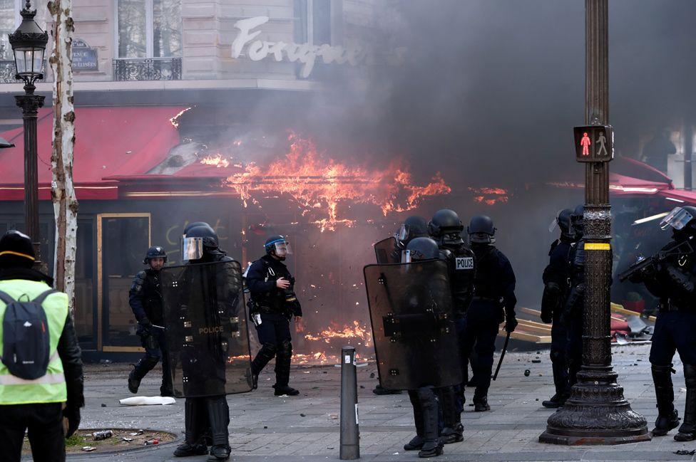 Fouquet's blaze, 16 March 19