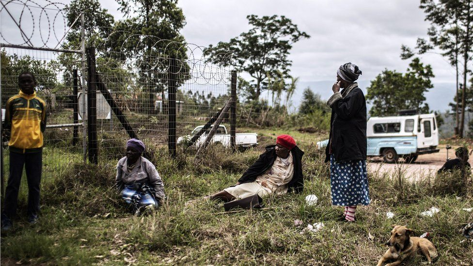 lderly South African women wait outside a Social Grant distribution center at Ngudwini, KwaZulu Natal province on the outskirts ot Eshowe, South Africa, on November 7, 2014