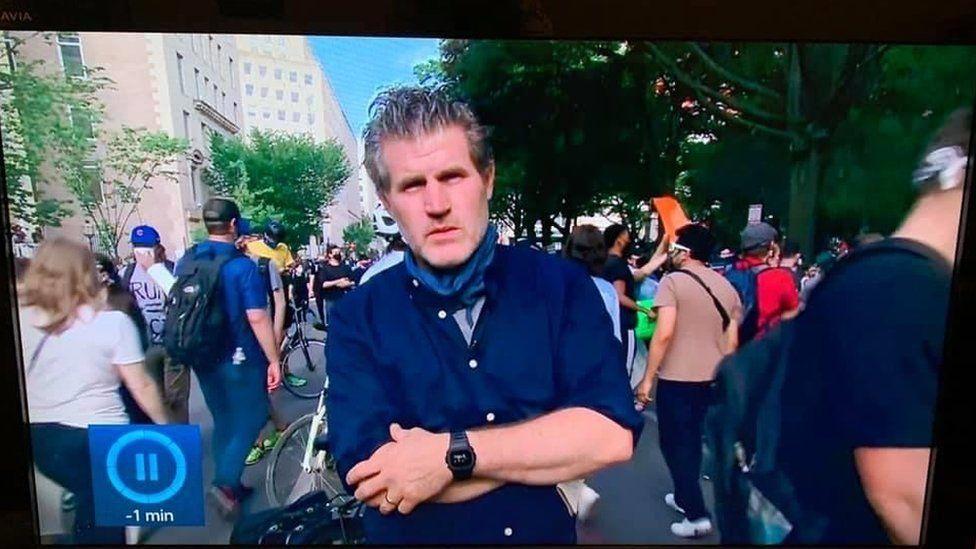 David Grossman yn gohebu o brotestiadau hiliaeth DC