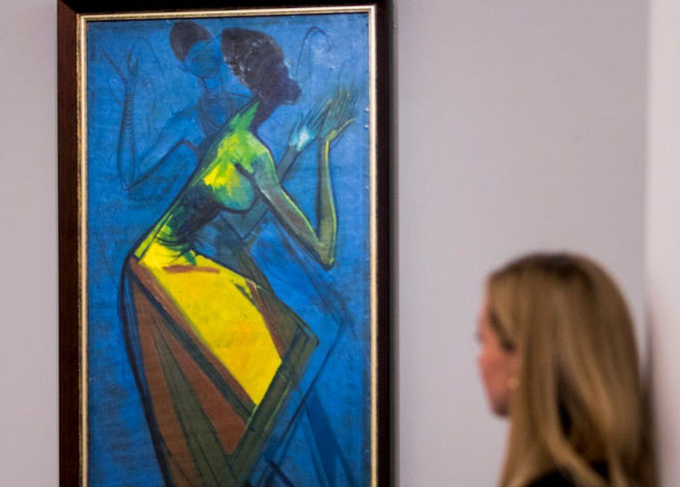 Woman looking at Enwonwy painting