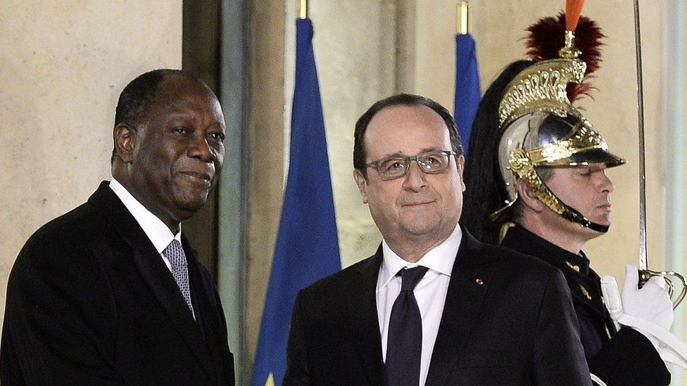 """French President Francois Hollande (C,R) welcomes Ivory Coast""""s president Alassane Ouattara prior to their meeting on February 4, 2016 at the Elysee Presidential Palace in Paris."""