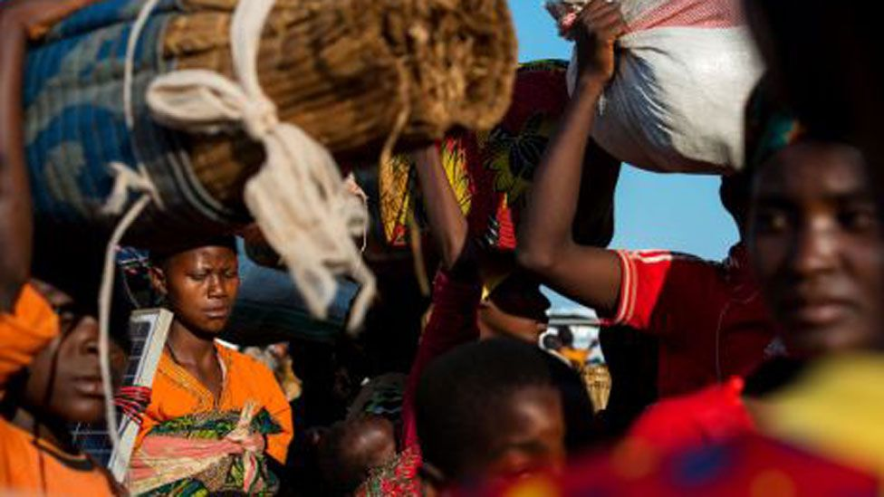 Refugees flee violence in Burundi in 2015