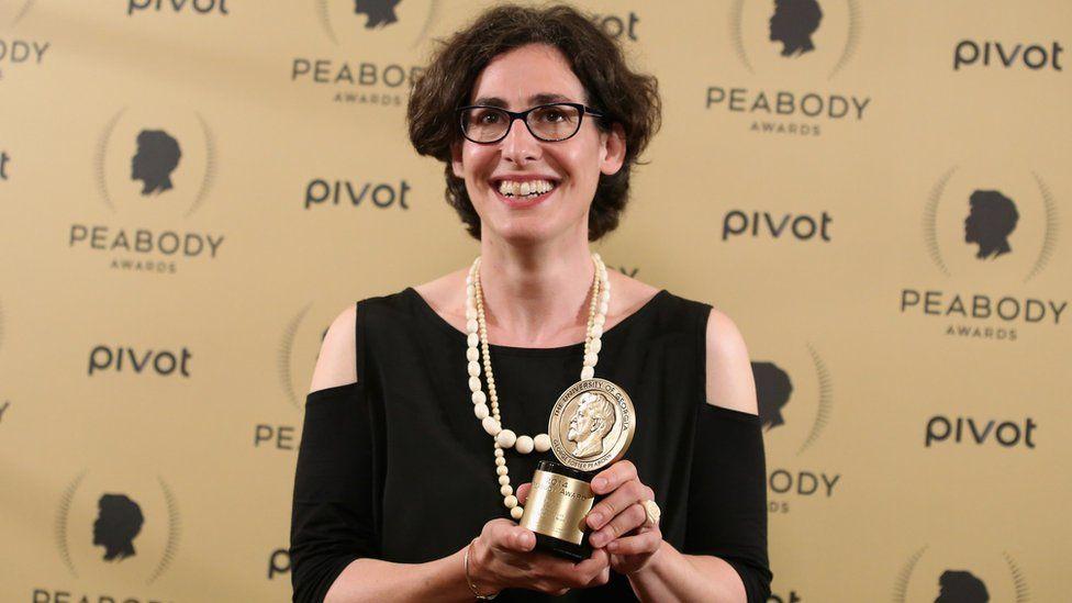 Sarah Koenig with the Peabody award for Serial