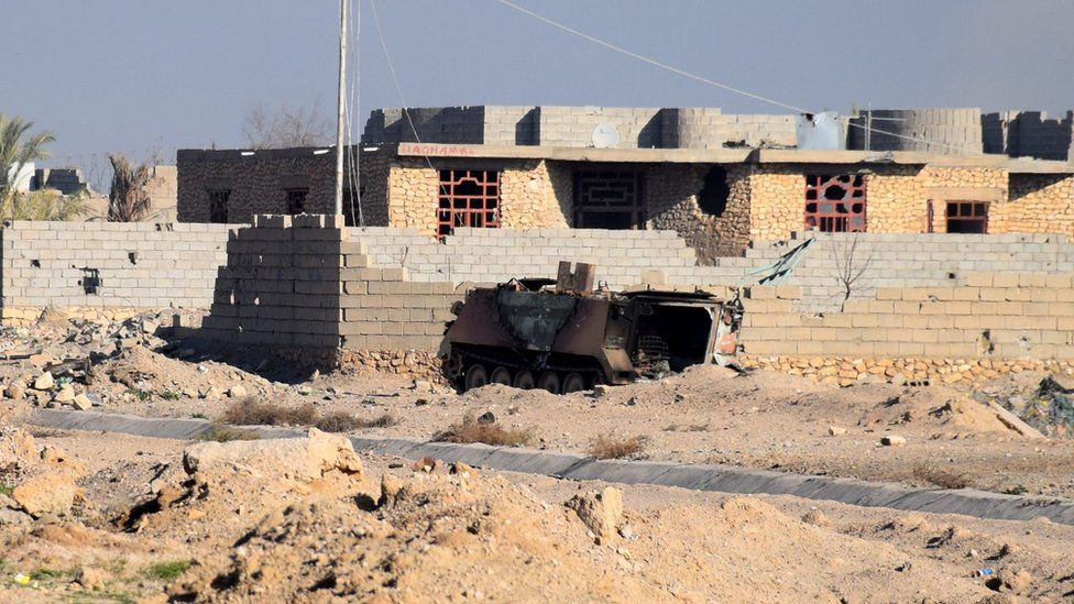 An Iraqi military vehicle destroyed during clashes with Islamic State militants in Ramadi (22 December 2015)