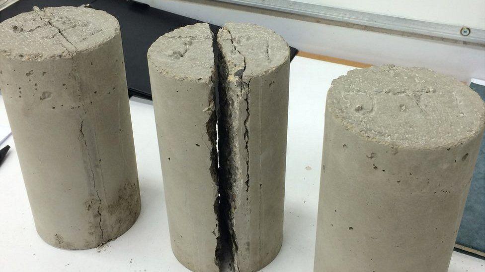 Concrete containing plastic