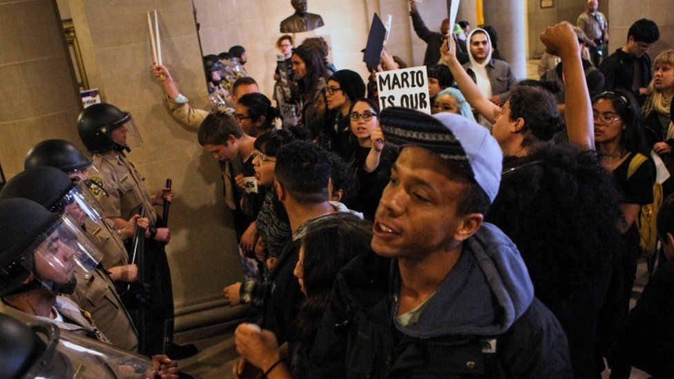 Protesters at San Francisco City Hall, 6 May 2016
