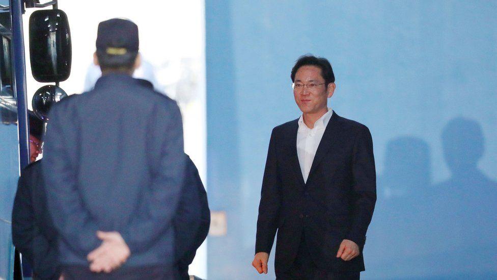 Lee Jae-yong leaves jail
