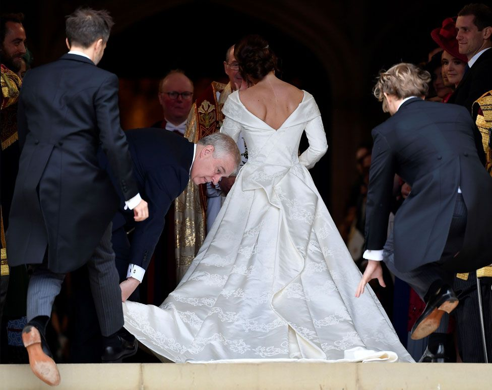 princess beatrice wedding gown pictures