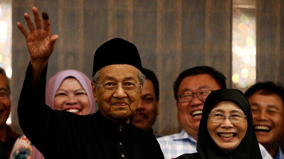 Mahathir Mohamad addresses journalists in Kuala Lumpur, 10 May