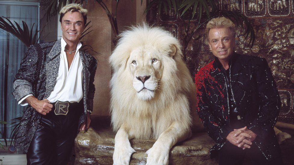New Dead Poet's Society. - Page 28 _116443145_siegfried_roy_gettyimages-564109899