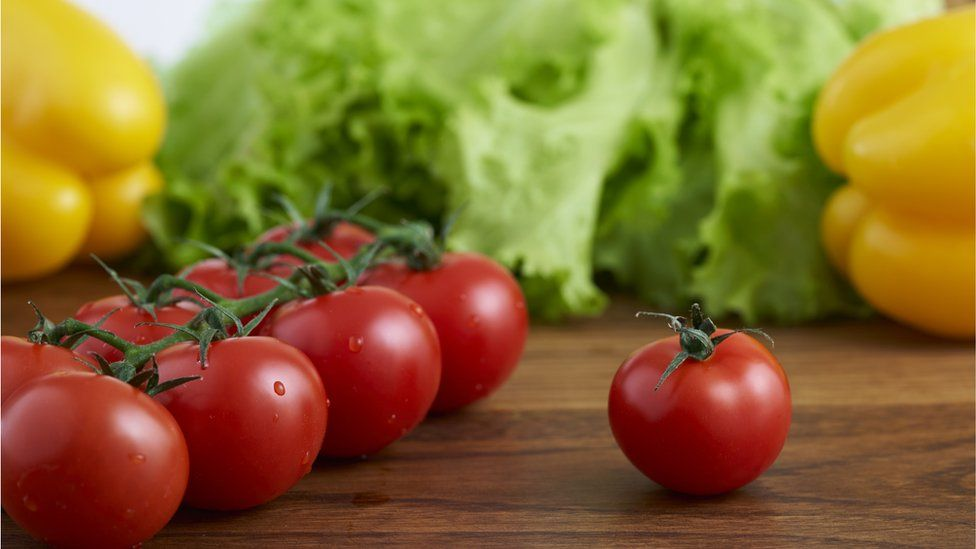 Tomatoes, lettuce and pepper