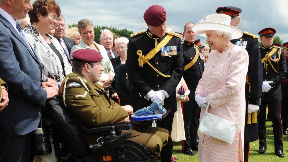 Ben Parkinson meeting the Queen in 2008