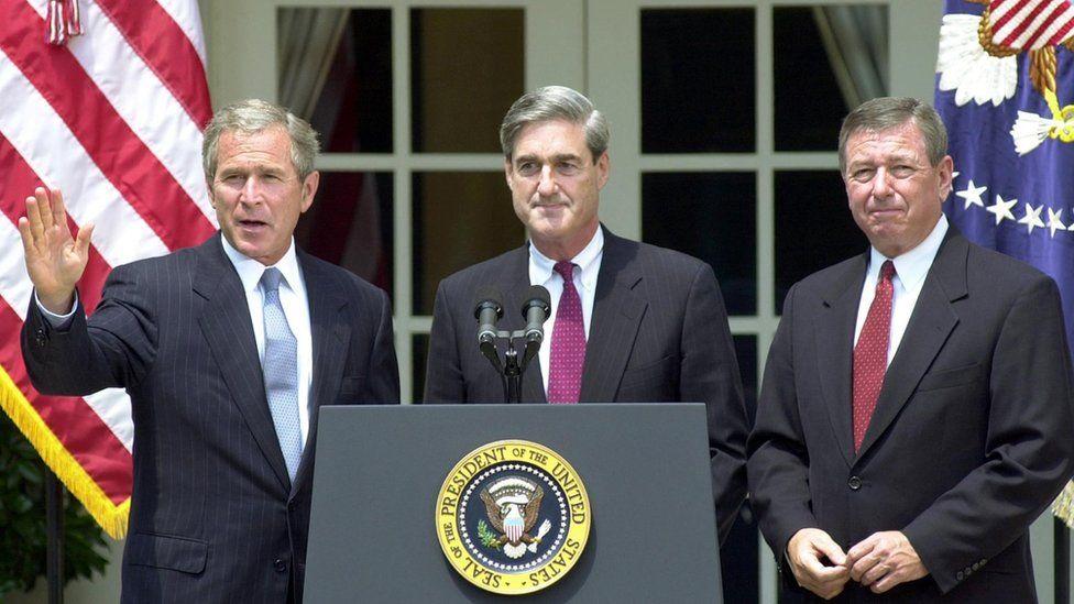 US President George Bush announces Robert Mueller (centre) as his director of the FBI, 2001
