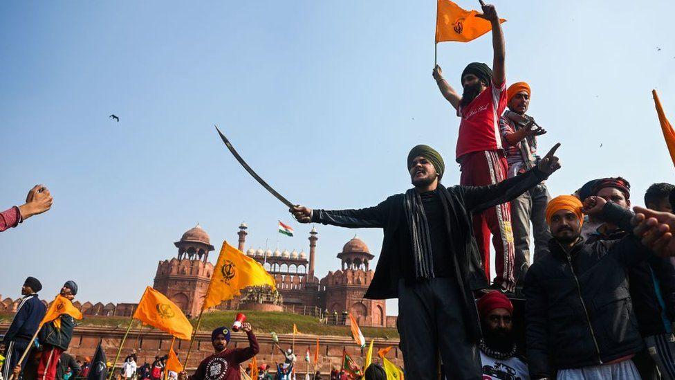 Red Fort violence: Delhi police detain 200 after farmer protests - BBC News