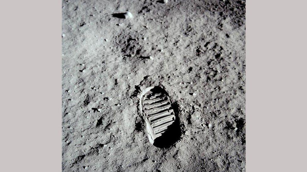 Слід на поверхні Місяця
