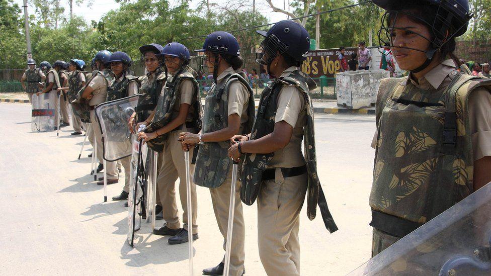 Guru Ram Rahim Singh rape verdict draws crowds - BBC News
