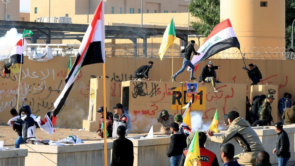 embassy security staff use stun grenades against demonstrators 01/01